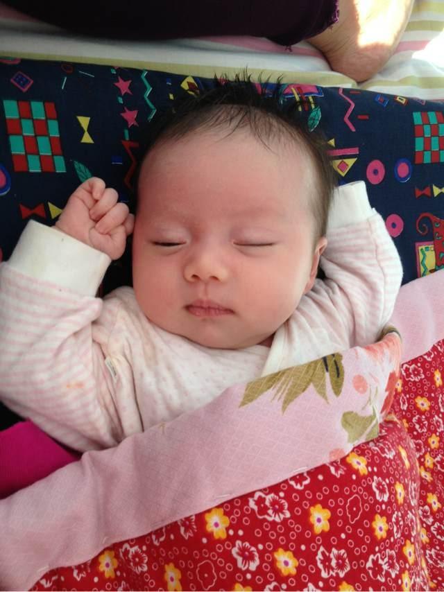 新生儿圆头发型女生中分步骤直发短发扎法发型图片