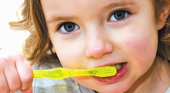 儿童牙膏不可吞食